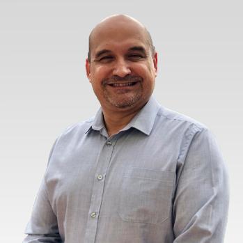 Dr. Carlos Tavares